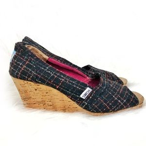 Tom's wedges black with plaid (ish) design size 8